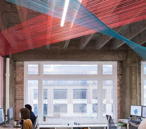 Kanceláře kalifornské designové agentúry jsou protkané barevnými nitěmi