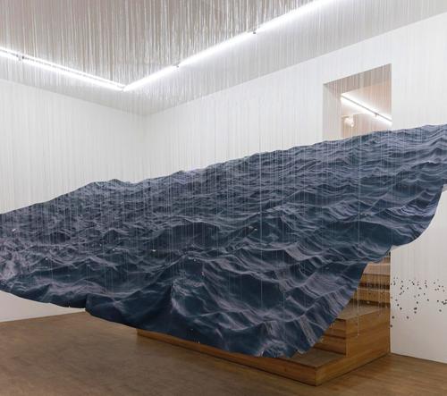 Miguel Rothschild vytvořil instalaci mořských vln