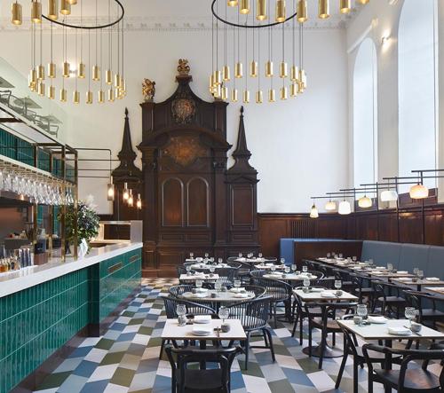 V Londýně přestavěli bývalý katolický kostel na restauraci Duddell's