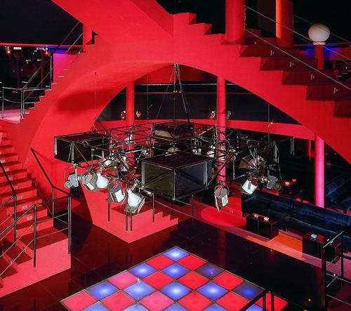 Německo vystavuje klubový design od éry Andy Warhola po současnost