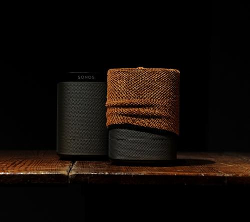 Soundskins jsou pletené obaly na reproduktory pro jejich vizuální sladění