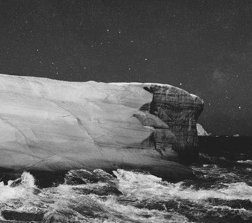 Fotograf Petros Koublis změnil Zem na abstraktní nebeskou entitu