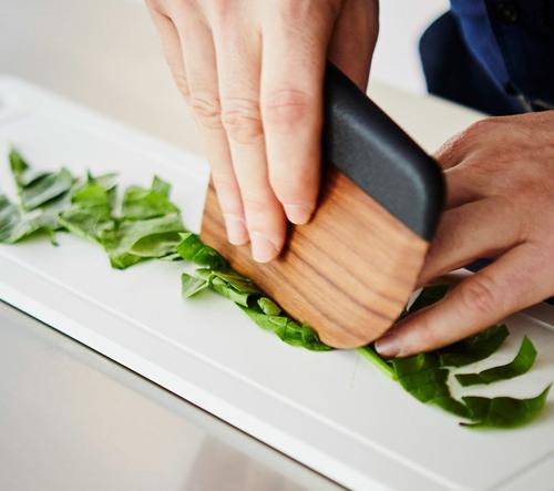 Chifen Cheng navrhla pro Maison Milan kuchyňský nůž ze dřeva