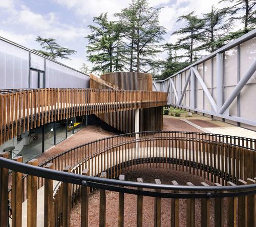 Tbilisi postavilo multimediální knihovnu jako velké dětské hřiště