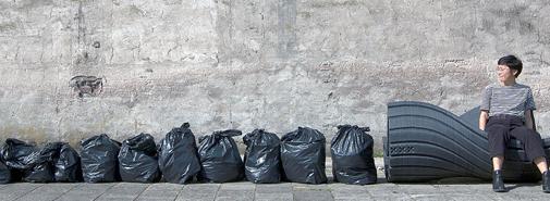 """Iniciativa """"Print Your City"""" mění plastové pytle v městský mobiliář"""