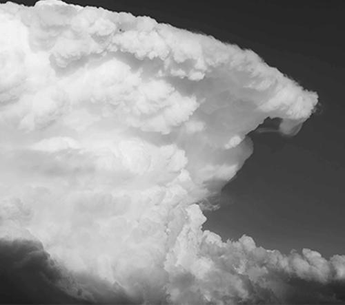 Ohromující černobílé timelapse video zachytávající bouřky