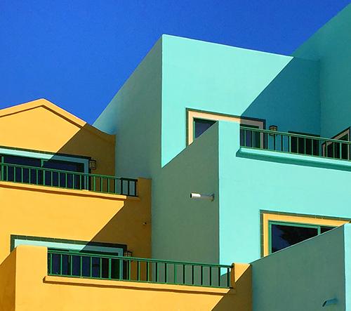Tekla Evelina Severin ví, jak se hrát s barvami a architekturou
