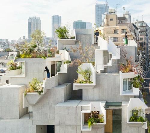 """Akihisa Hirata splétá vnitřní a venkovní prostory ve svém """"Tree-ness House"""""""