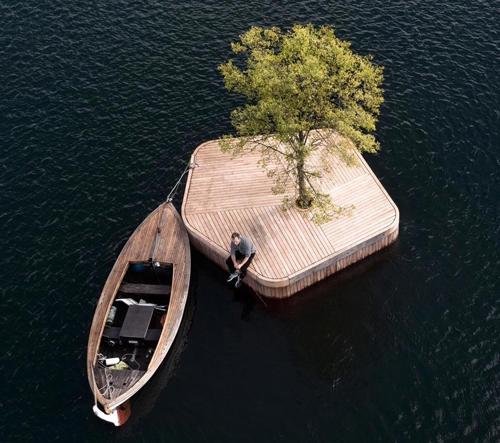 Marshall Blecher vytvořil Kodani první ze série plovoucích dřevěných ostrovů