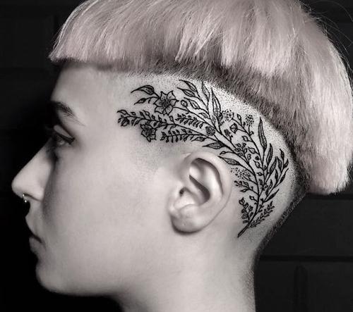 İlhan Bilir kombinuje svou vášeň pro svobodu a kresbu a vytváří jedinečně bezchybné tetování.