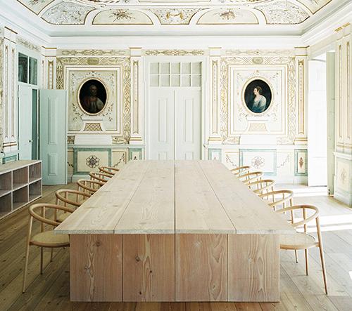 Studio Aires Mateus zrekonstruovalo svůj ateliér v Lisabonu s historickými stropy a obrazy
