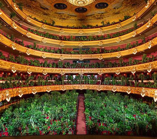 Barcelonská opera otevřela představením pro 2292 kytek