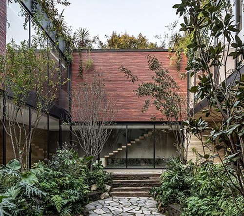 Esrawe Studio navrhlo v Mexiku majestátní vilu Casa Sierra Fría