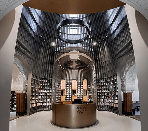 Wutopia Lab opravili kostel v Šanghaji a vestavěli do něj efektní knihkupectví