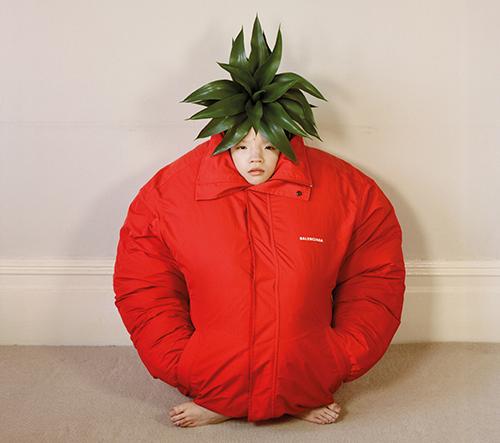 Annie Collinge a její bizarní série fotografií s modelkou stylizované do modelů z potravin