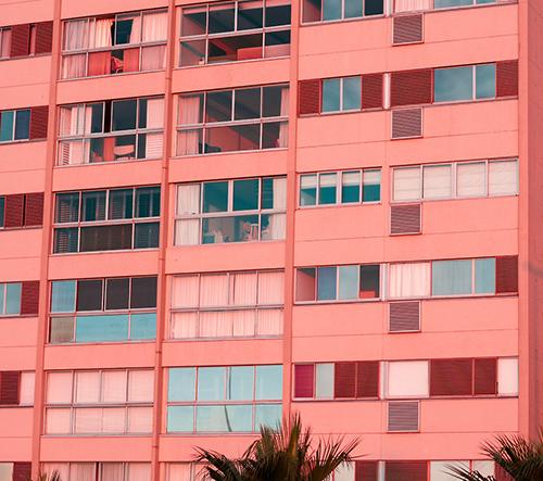 Gabriella Achadinha zachycuje krásnou pastelovou barevnost města