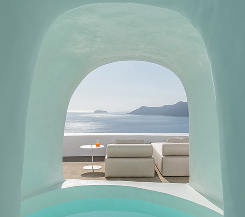 Studio Kapsimalis Architects navrhlo na Santorini sedm dechberoucích hotelů