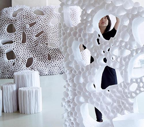 Pao Hui Kao vyrábí odolný nábytek z pauzovacího papíru a rýžové vody