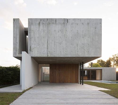 Felipe Gonzalez Arzac navrhl impozantní vilu Casa Rex