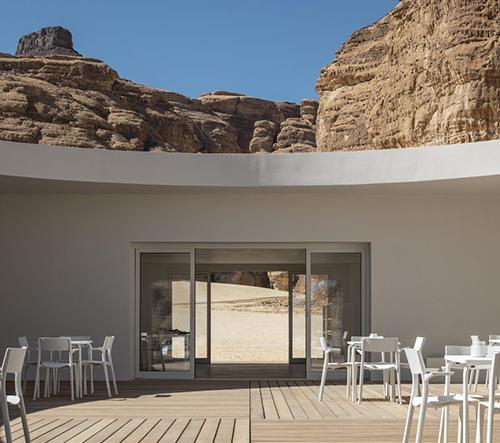 KWY.studio navrhlo v arabské poušti minimalistické návštěvnické centrum