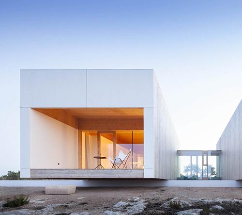 Studio Marià Castelló Martínez navrhlo na španělské Formenteře vilu zasazenou do skály