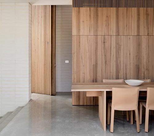 Studio Ritz&Ghougassian navrhlo v Melbourne minimalistické geometrické bydlení