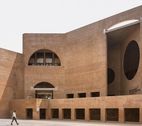 Architektonická krása Indického institutu managementu Louise Kahna