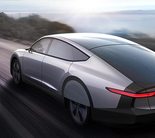Lightyear One je první elektrické auto poháněné solární energií