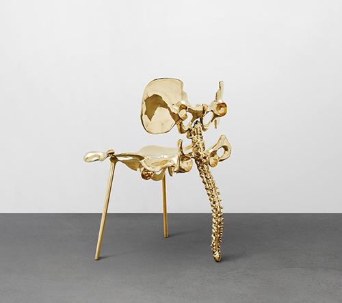 Mán-Mán Studio navrhlo nábytek inspirovaný lidskou páteří a tvarem lotosu