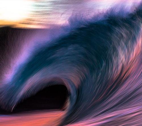 Matt Burgess zachycuje zastrašující a poetickou krásu mořských vln