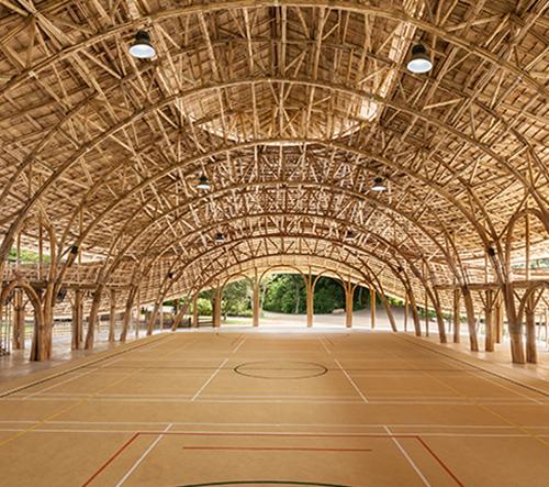 Thajská sportovní hala je postavená celá z bambusu