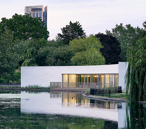 Studio Bell Phillips postavilo v Londýně multifunkční pavilon u vody