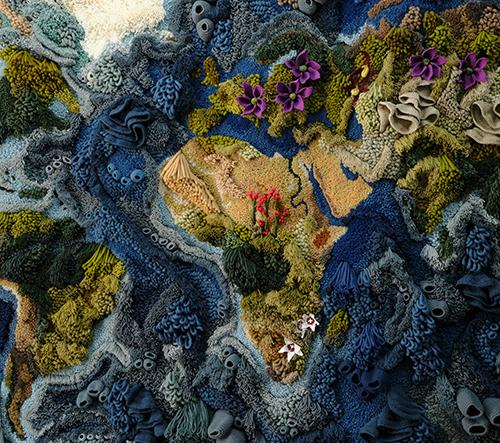 Vanessa Barragão navrhla pro letiště Heathrow obrovskou textilní tapiserii inspirovanou přírodou